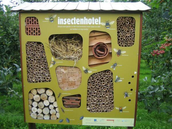 insectenhotel in tuin
